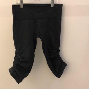 Lululemon charcoal gray crop legging, sz 6, 64193